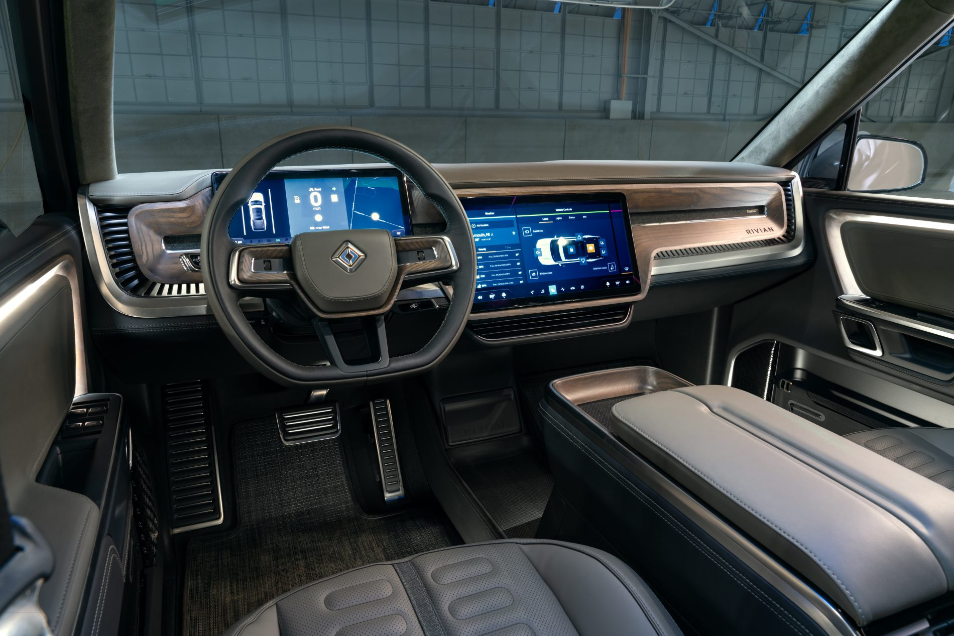 a-rivian-r1t-interior-front-e1543094108802.jpg
