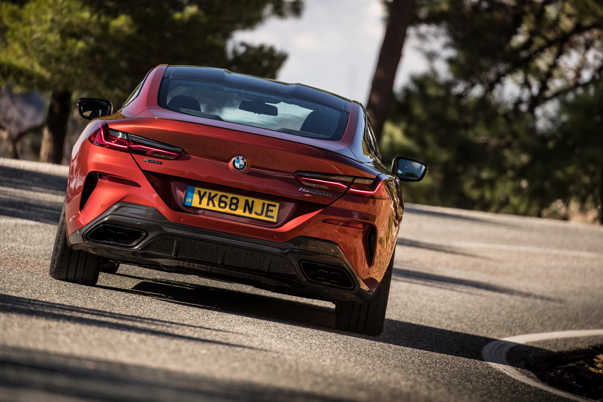 2019-bmw-8-series-uk-chot-gia-2.jpg
