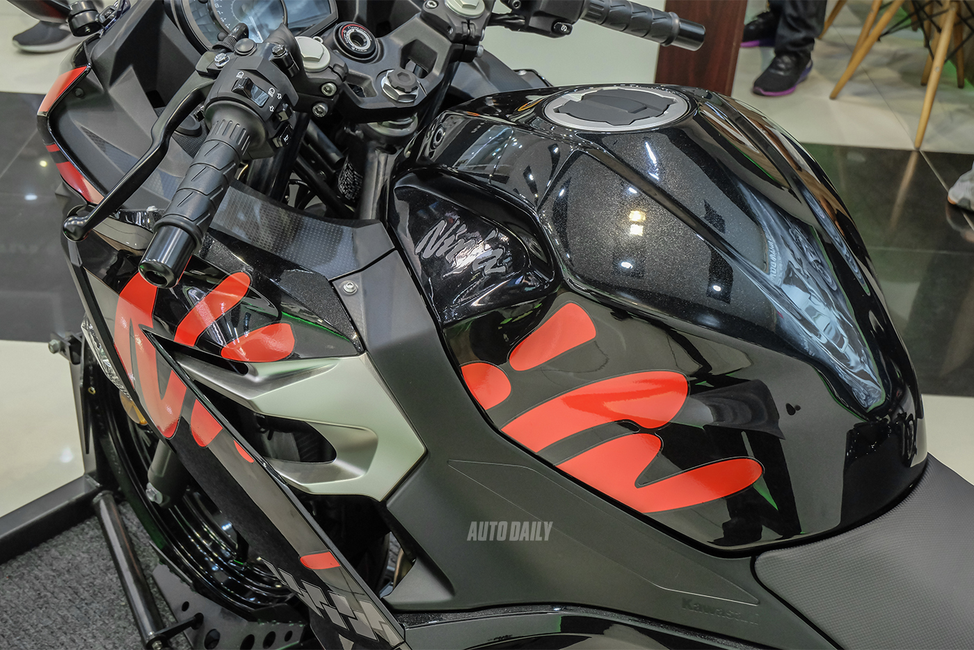 kawasaki-ninja-400-19.jpg