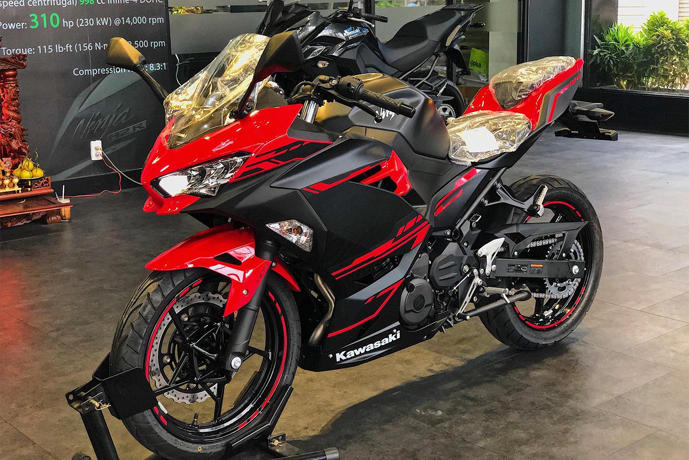 Chọn Kawasaki Ninja 250 2018 Honda CBR250RR 2018?