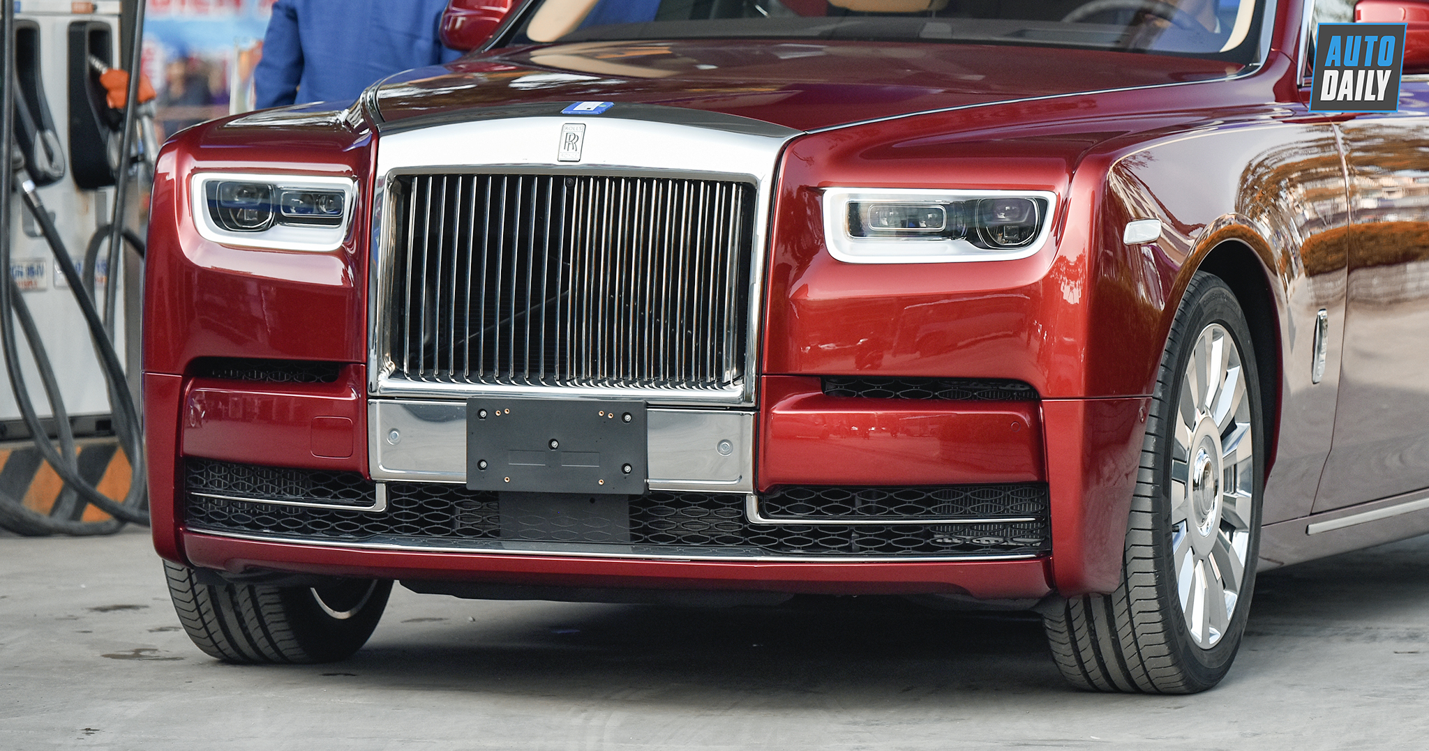rolls-royce-phantom-2018-autodaily-10.jpg