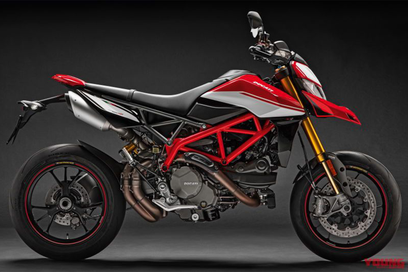 my19-hypermotard-950-sp-uc69964-high-800x531.jpg