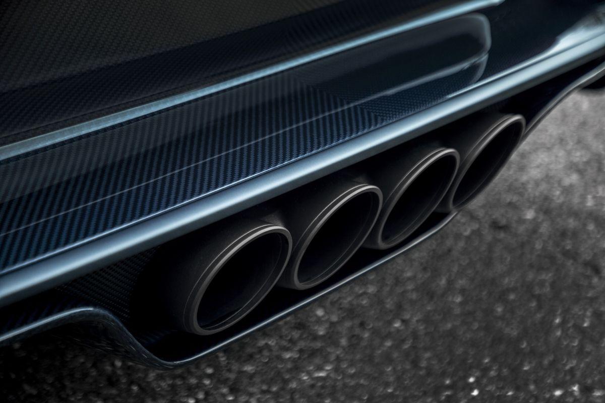 bugatti-chiron-sport-110-ans-bugatti-10-1200x800.jpg