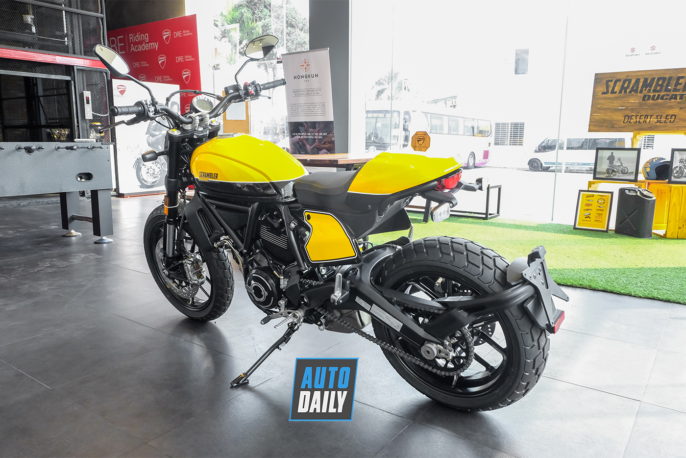 ducati-scrambler-full-throttle-2019-9.jpg