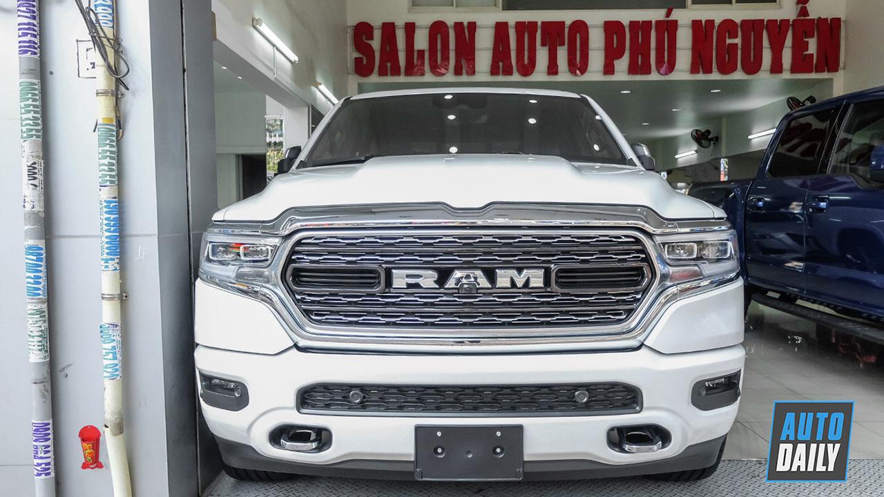 """Ảnh chi tiết """"hàng hiếm"""" RAM 1500 Limited 2019 tại Sài Gòn"""
