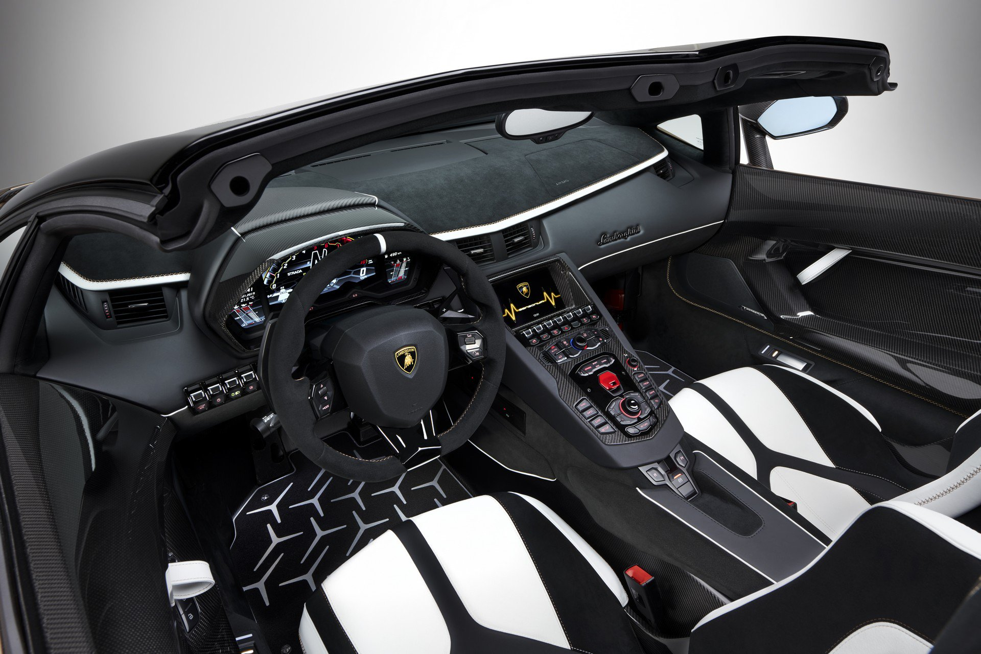 8f18a386-lamborghini-aventador-svj-roadster-27.jpg