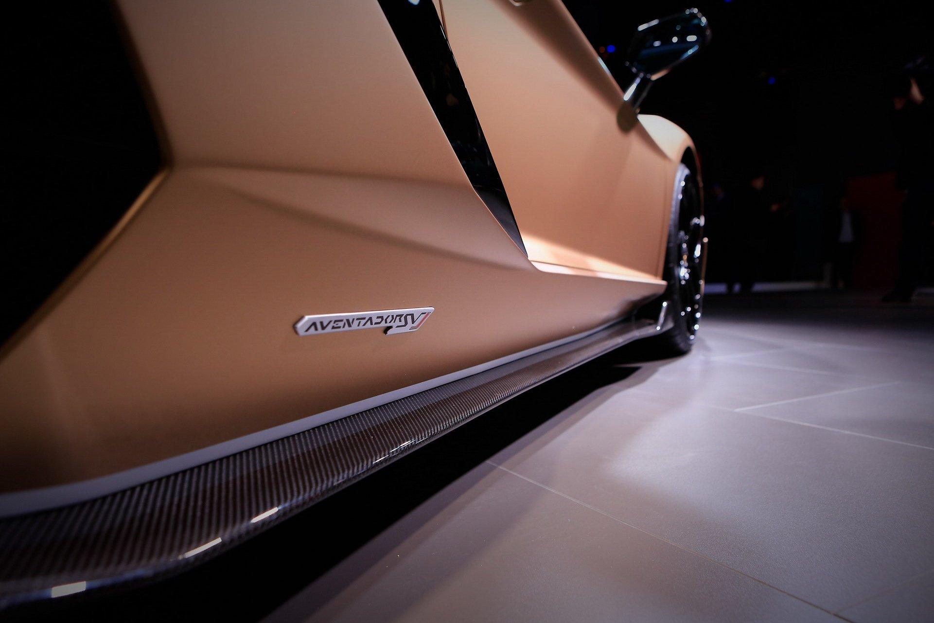 a02f6c57-lamborghini-aventador-svj-roadster-4.jpg