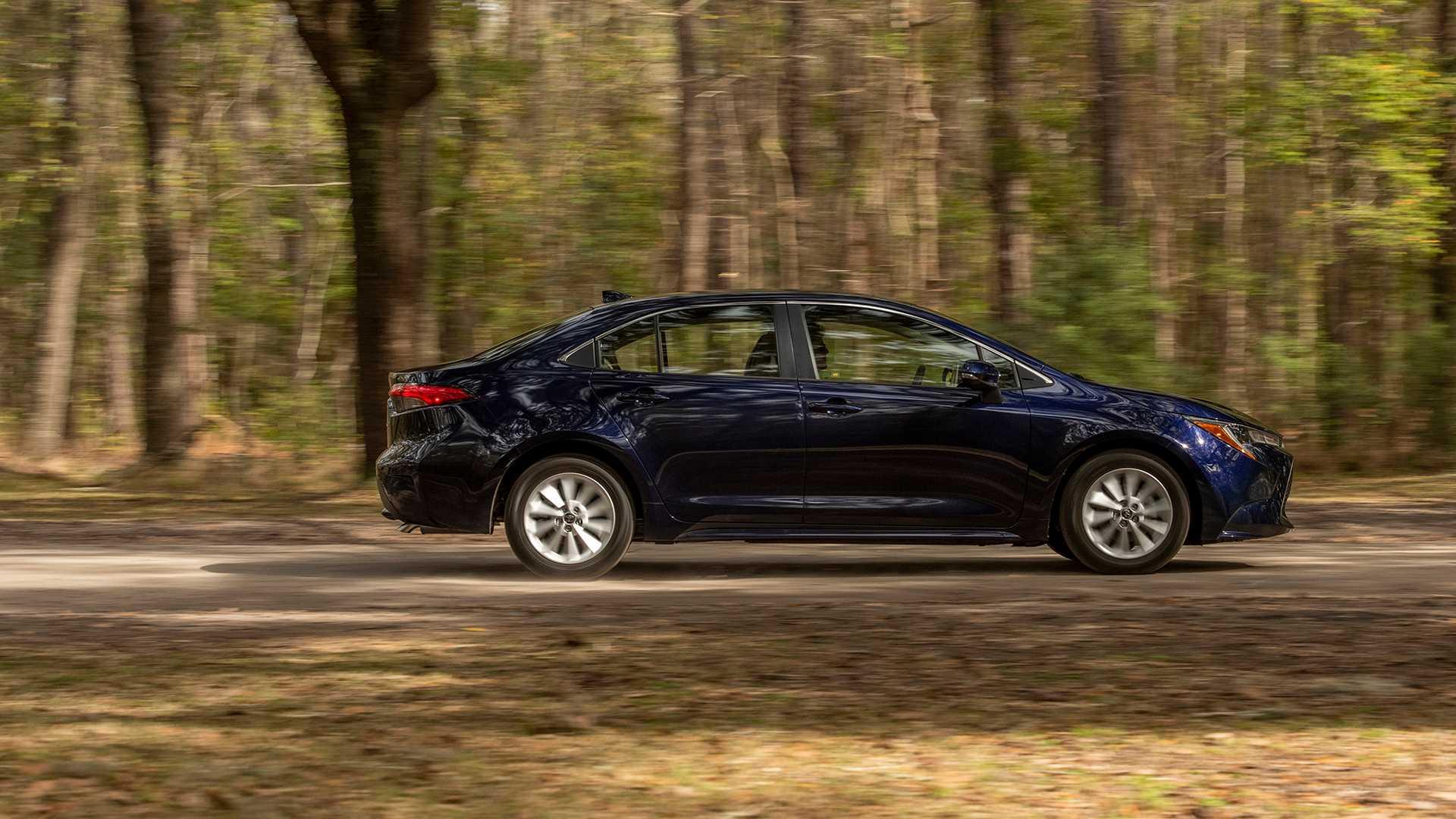 2020-toyota-corolla-sedan-danh-gia-18.jpg