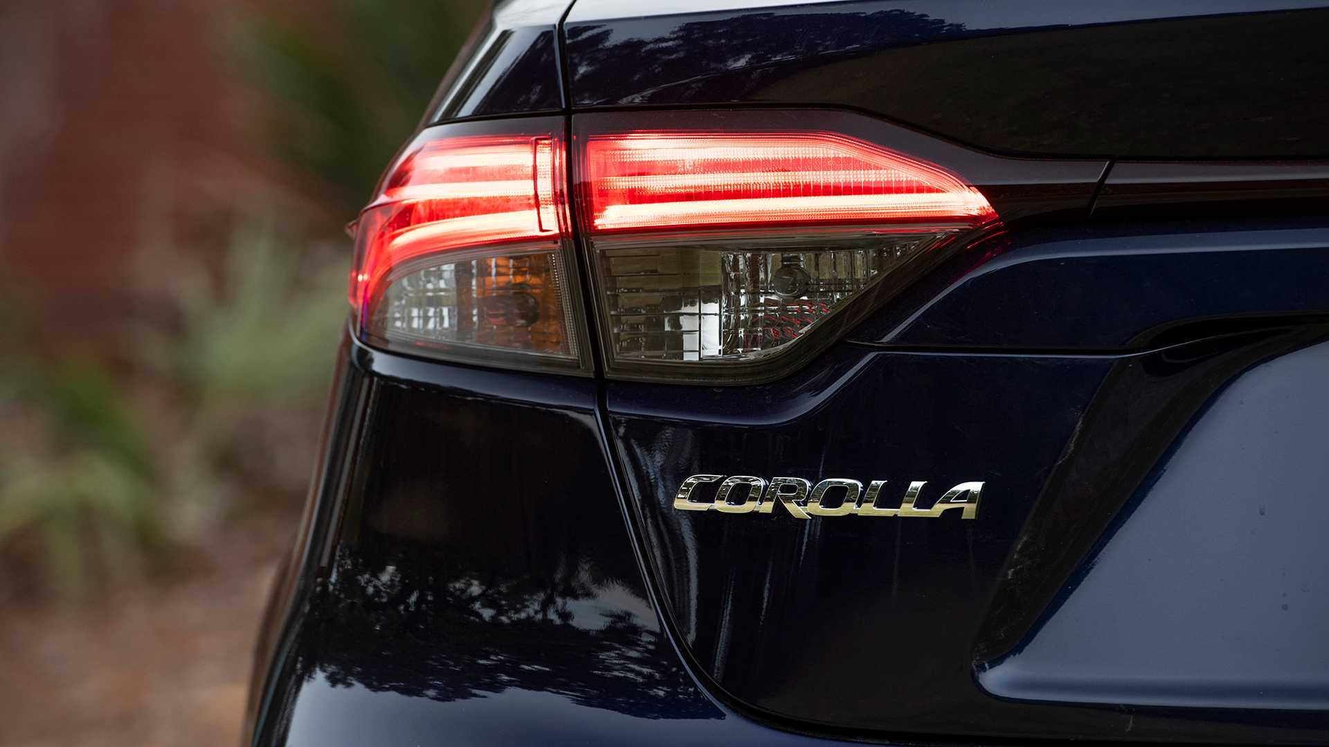 2020-toyota-corolla-sedan-danh-gia-3.jpg