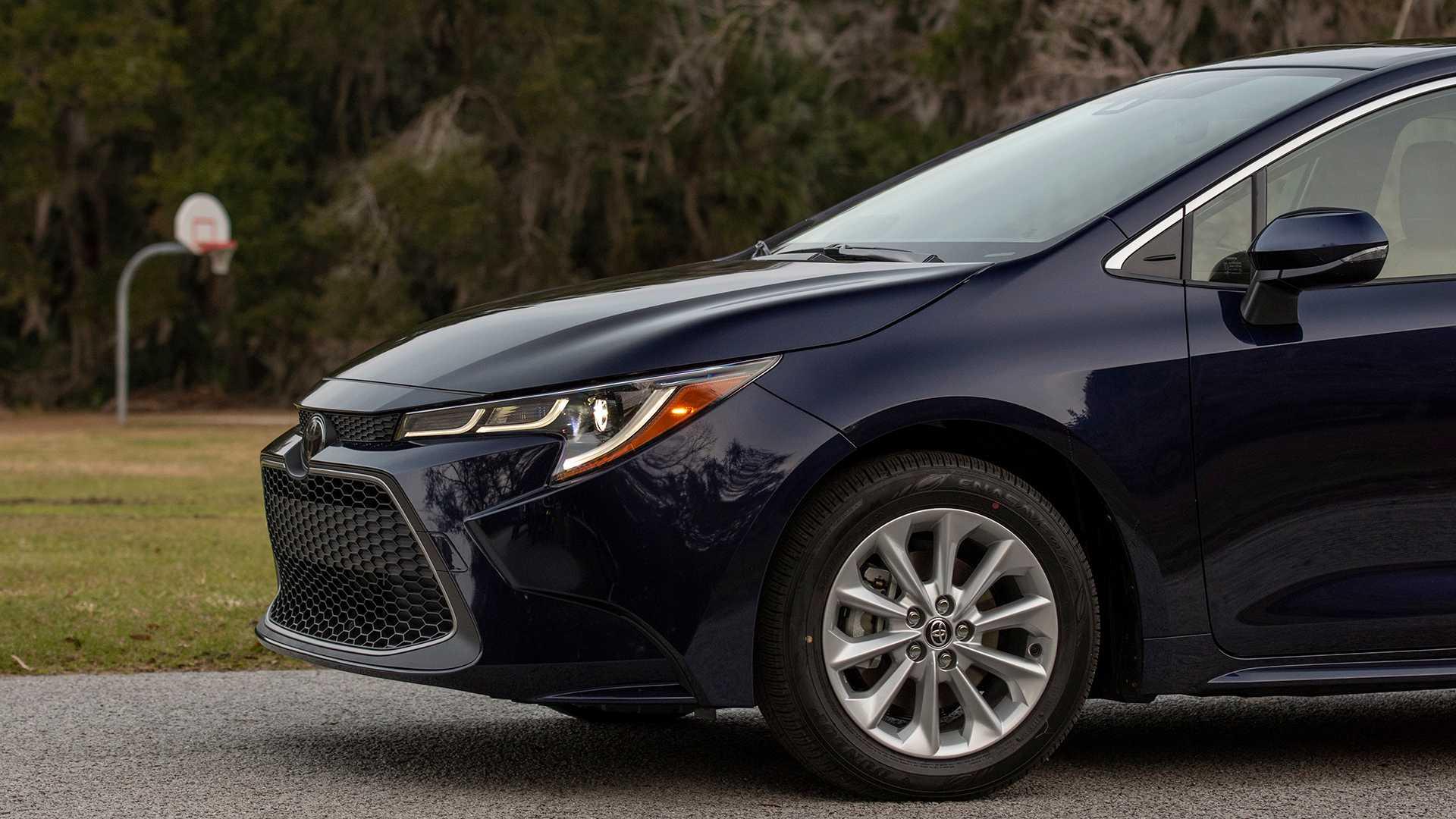 2020-toyota-corolla-sedan-danh-gia-5.jpg