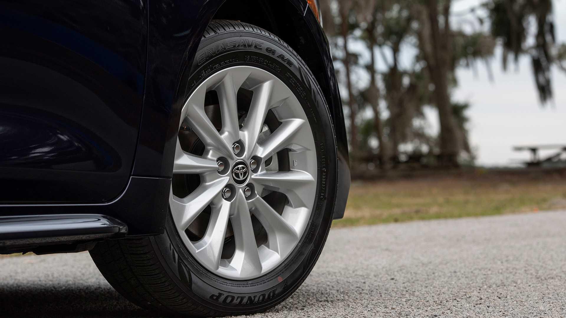 2020-toyota-corolla-sedan-danh-gia-8.jpg
