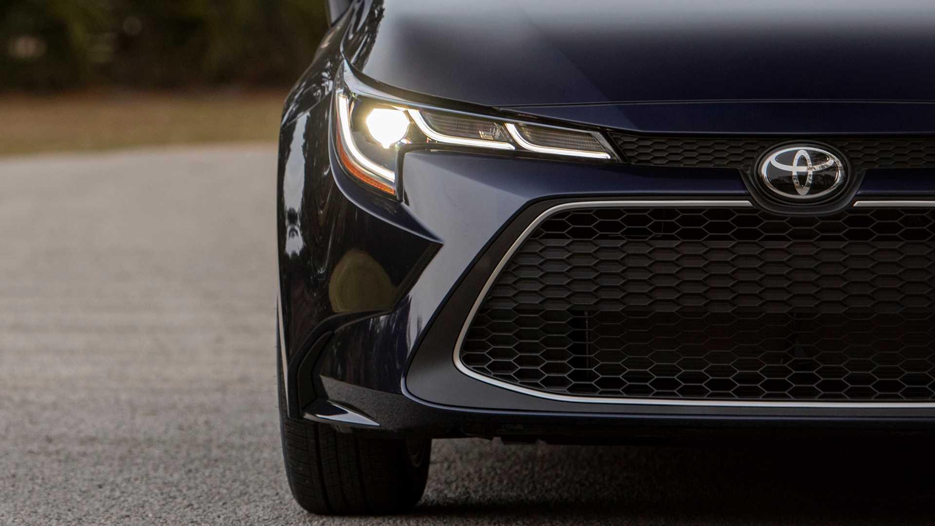 2020-toyota-corolla-sedan-danh-gia-9.jpg