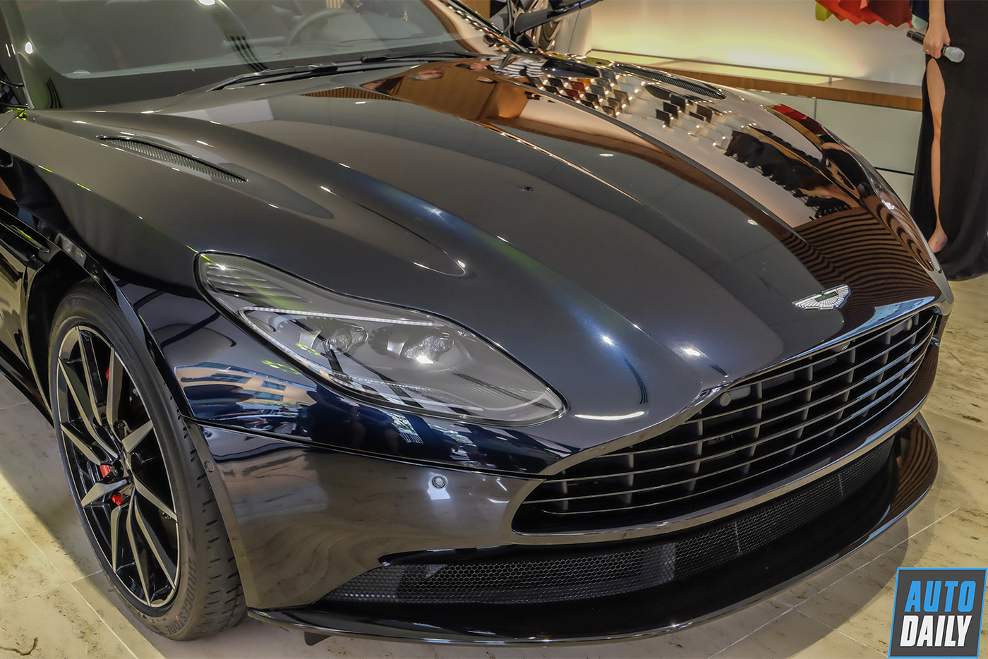 aston-martin-db11-v8-new-20.jpg