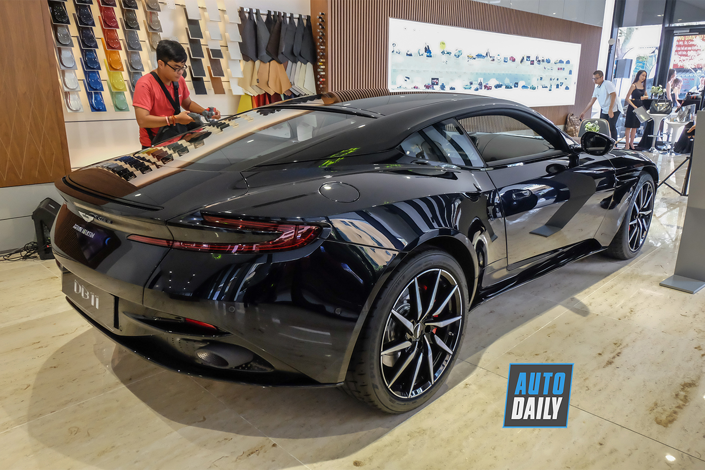 aston-martin-db11-v8-new-36.jpg