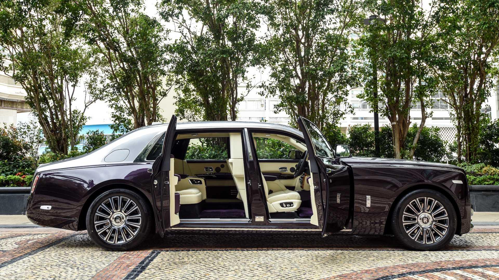 Khám phá Rolls-Royce Phantom với vách ngăn riêng tư ở hàng ghế sau
