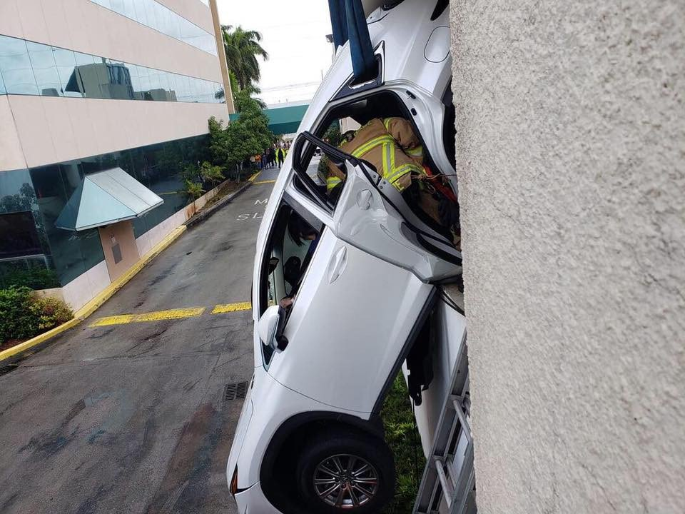 4bf2fdb6-lexus-dangles-over-parking-garage-7.jpg