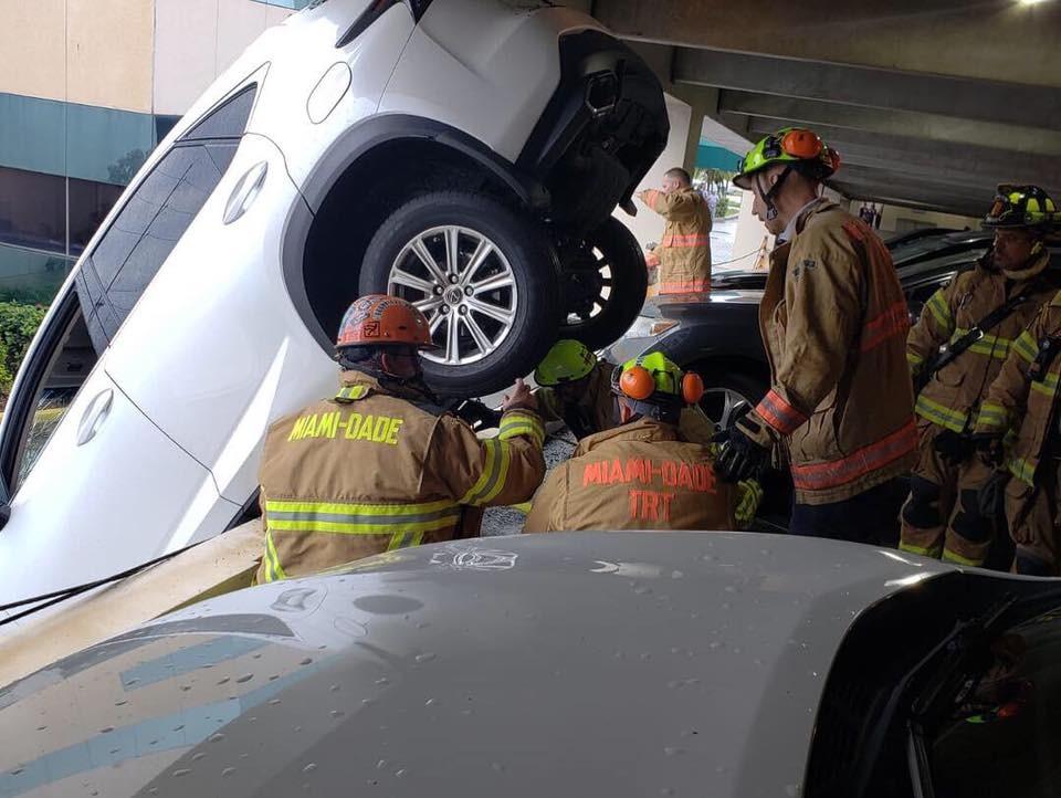823f4483-lexus-dangles-over-parking-garage-2.jpg
