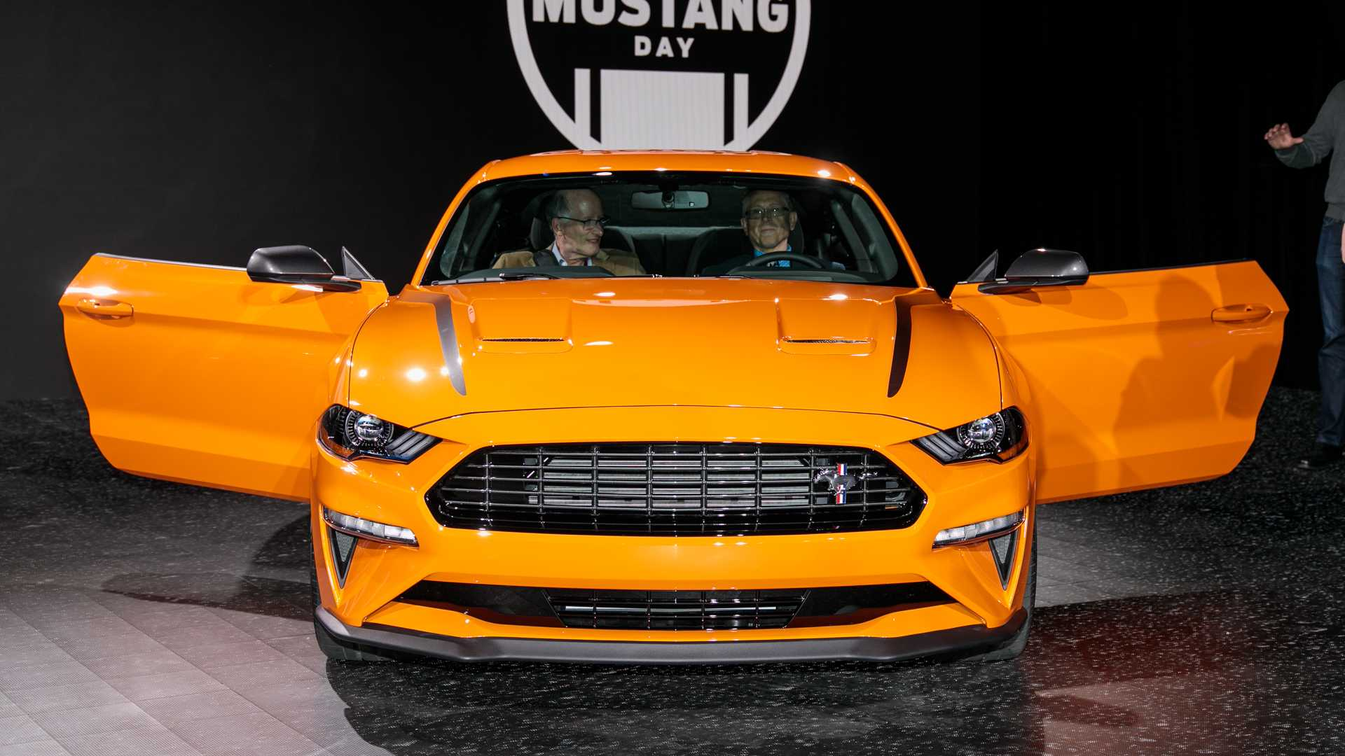 2020-ford-mustang-2-3l-high-performance-package-at-the-new-york-auto-show.jpg