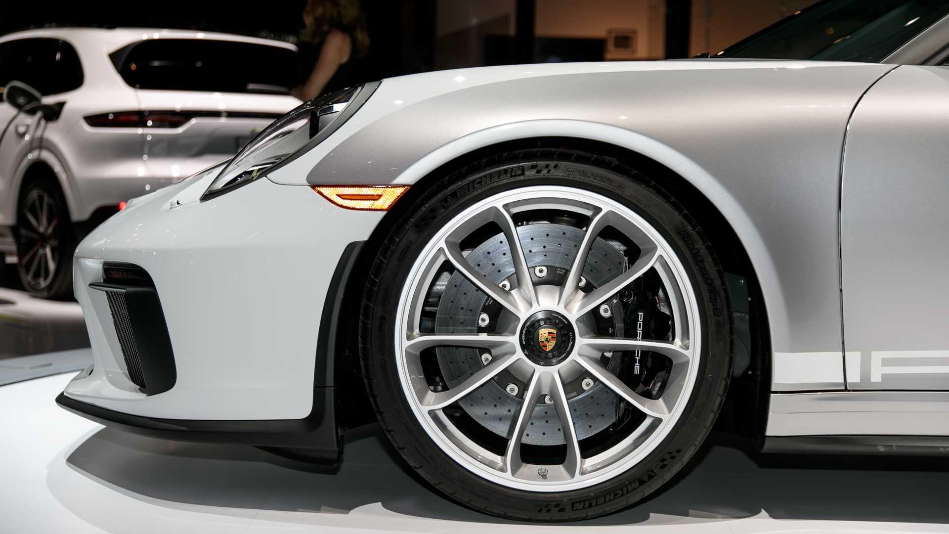 2019-porsche-911-speedster-5.jpg