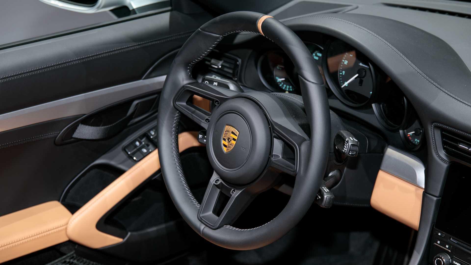 2019-porsche-911-speedster-8.jpg
