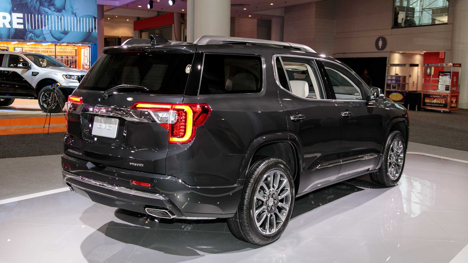 2020-gmc-acadia-live-photos-4.jpg