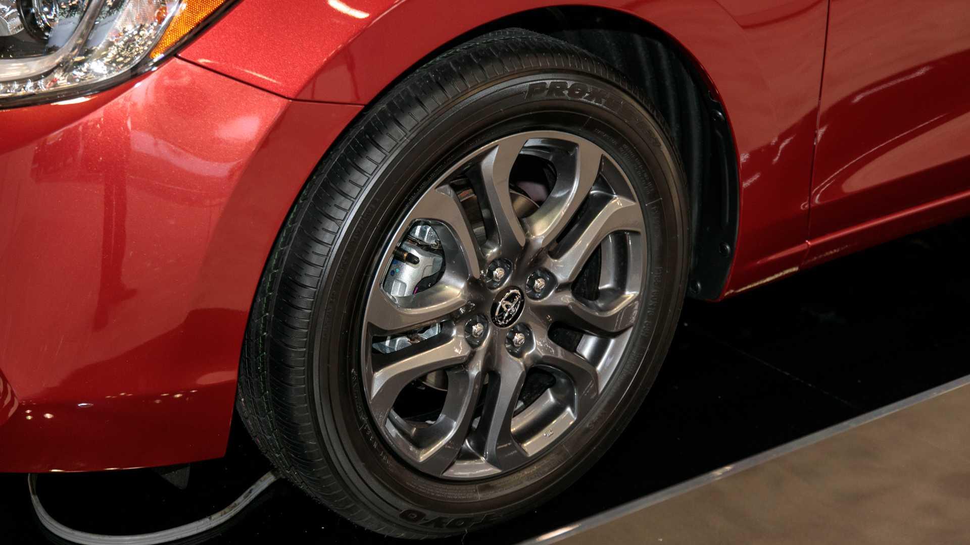 2020-toyota-yaris-hatchback-5.jpg