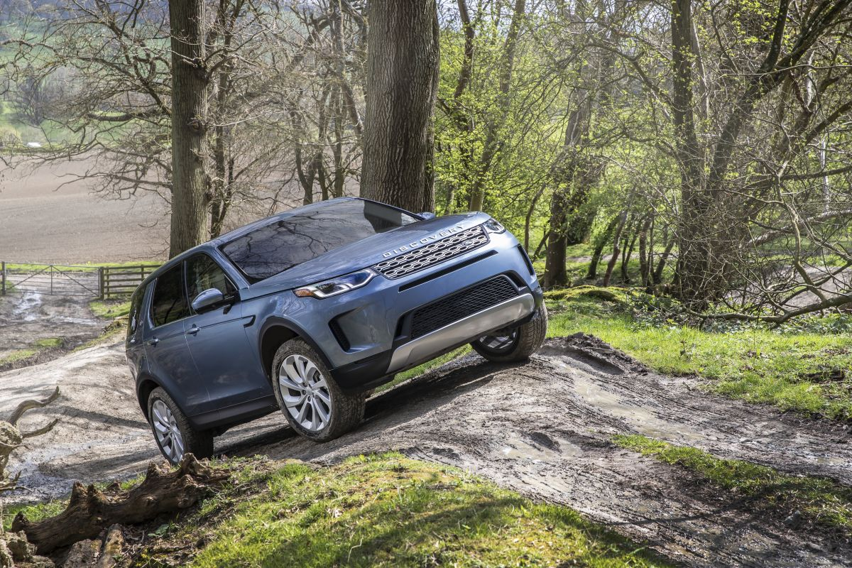 2020-land-rover-discovery-sport-28-1200x800.jpg