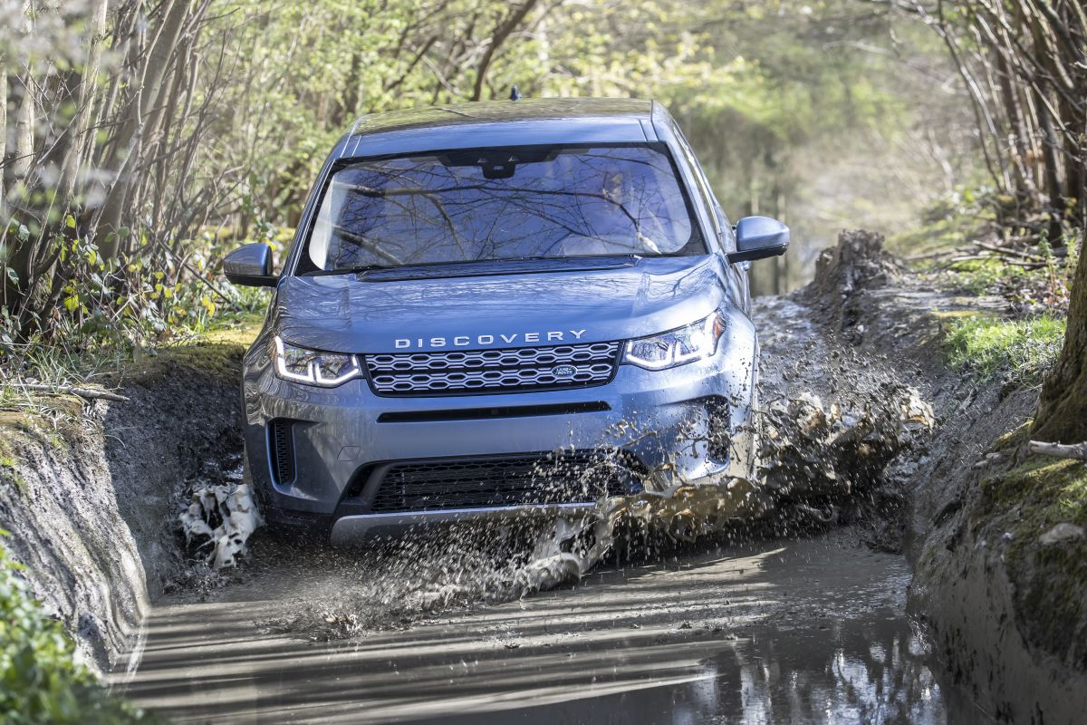 2020-land-rover-discovery-sport-32-1200x800.jpg