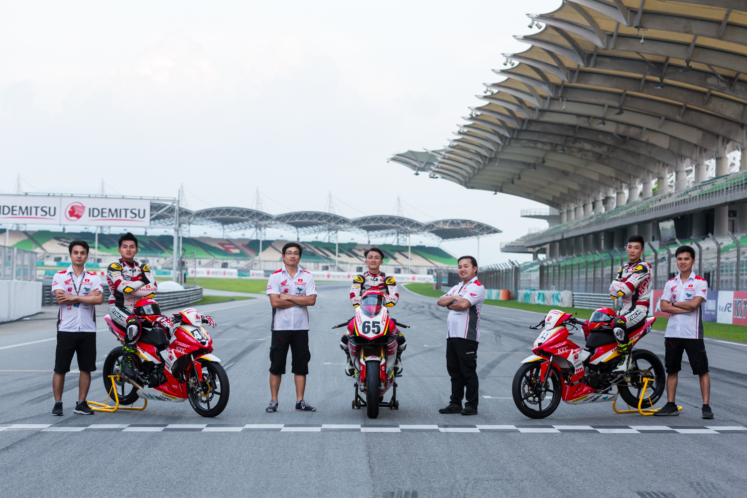 8-doi-dua-honda-racing-vietnam.jpg