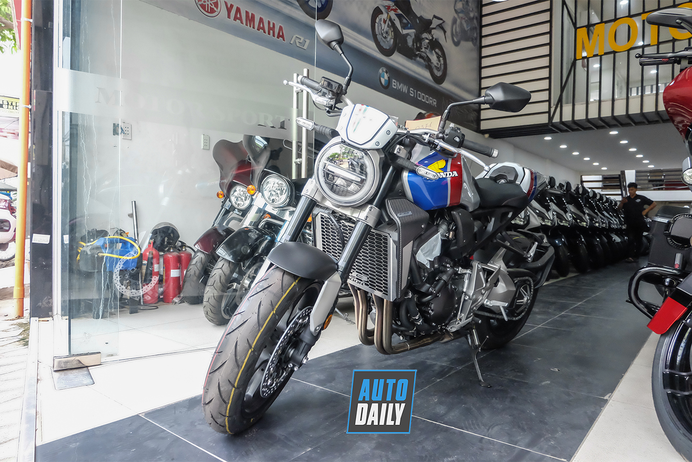 honda-cb1000r-plus-limited-edition-2019-4.jpg
