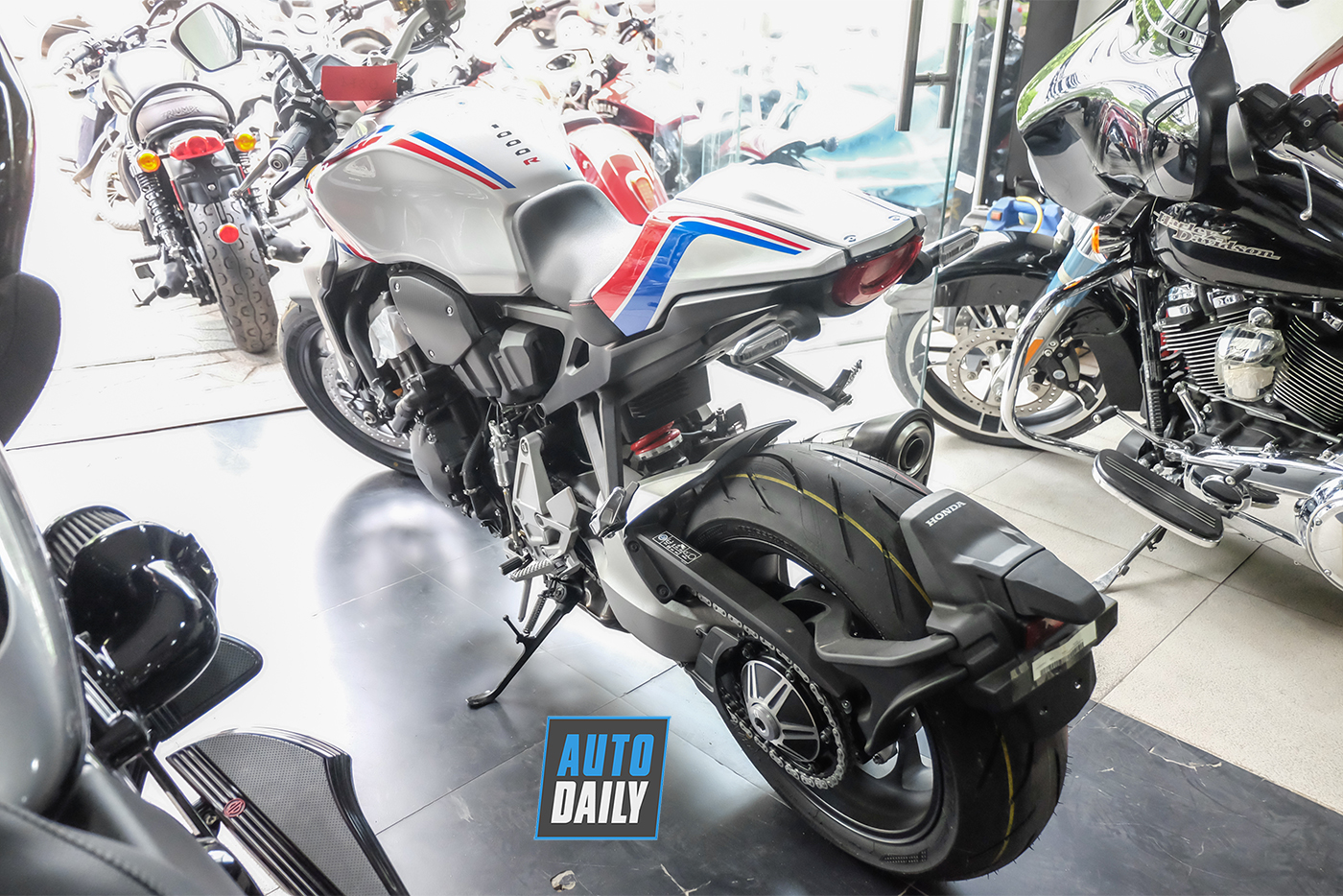 honda-cb1000r-plus-limited-edition-2019-5.jpg