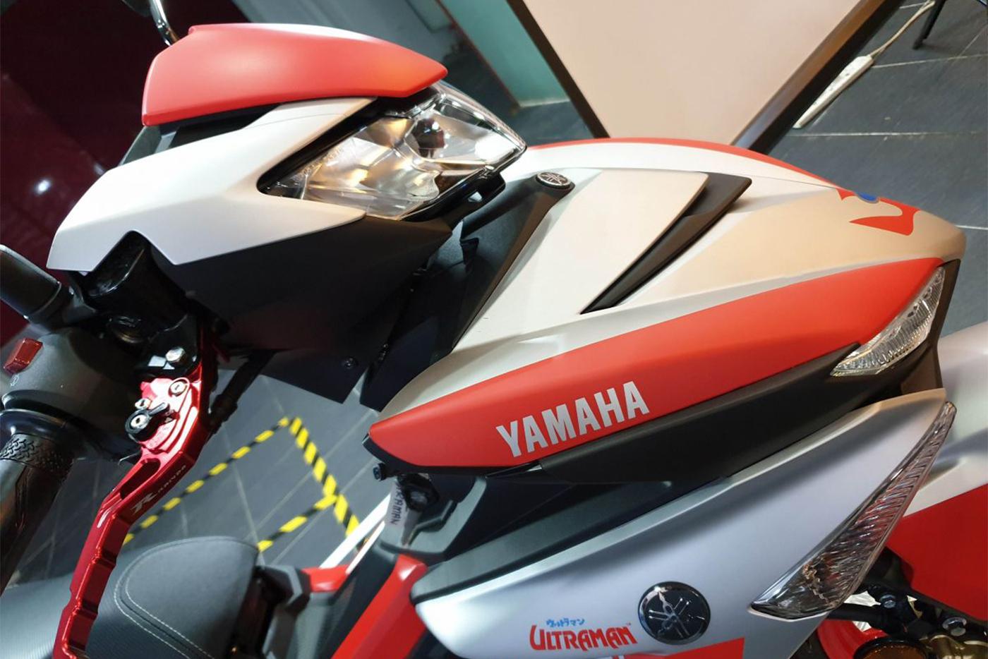 2019-yamaha-y15zr-ultraman-limited-edition-18-1200x900.jpg
