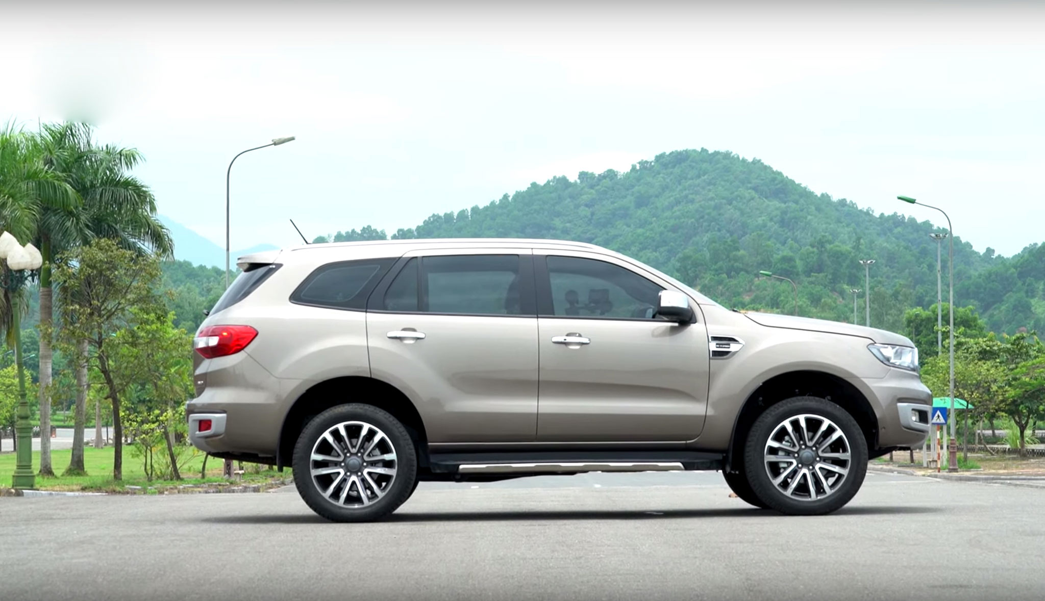 ford-everest-bi-turbo-autodaily-06.jpg