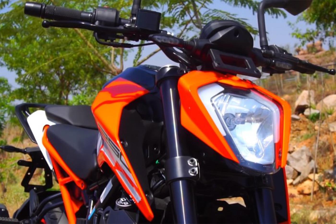ktm-250-duke-abs-headlight-b489.jpg