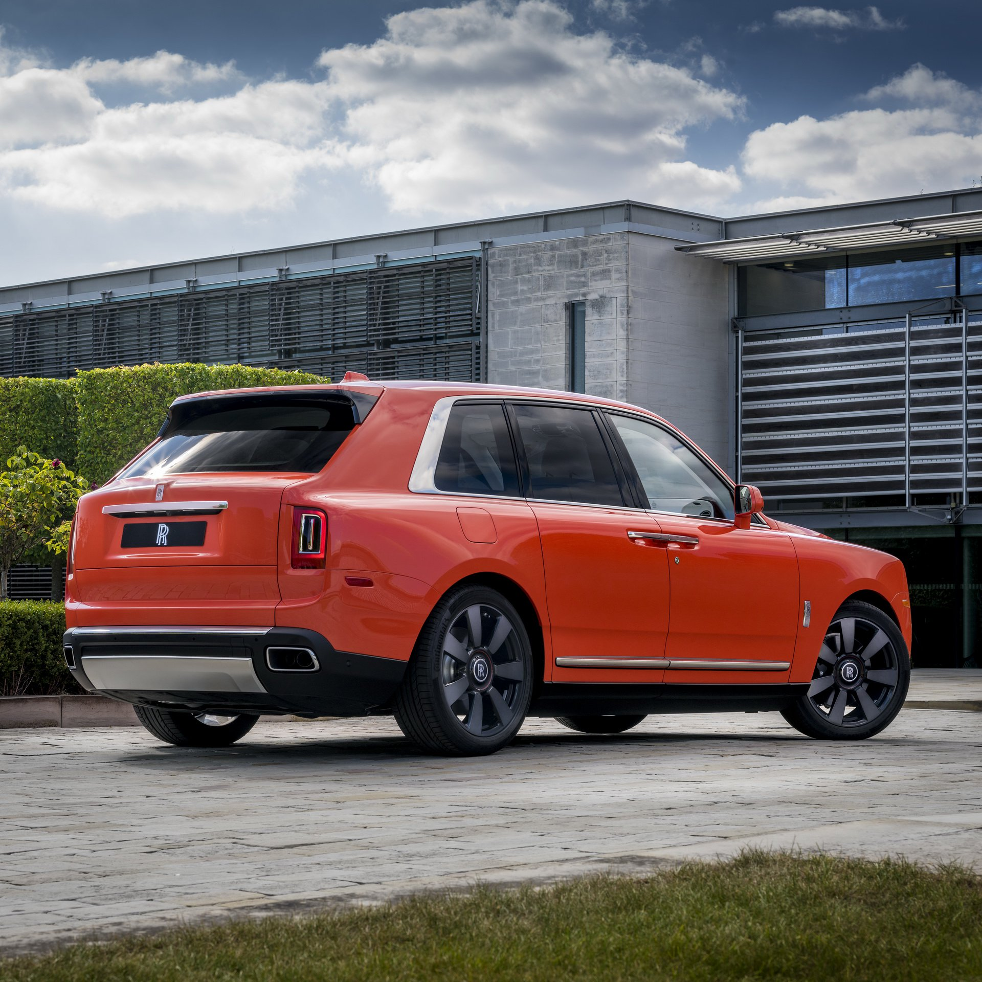 0255218a-rolls-royce-cullinan-fux-orange-12.jpg