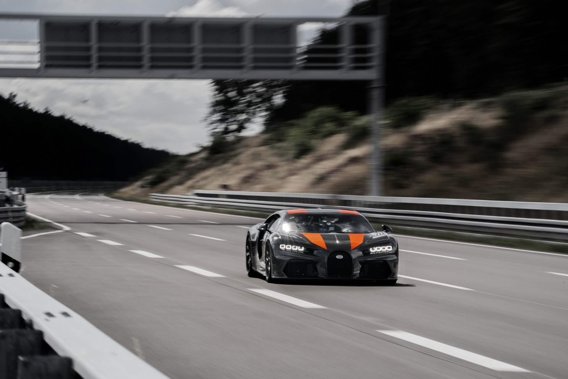 bugatti-chiron-topspeedrun-01.jpg