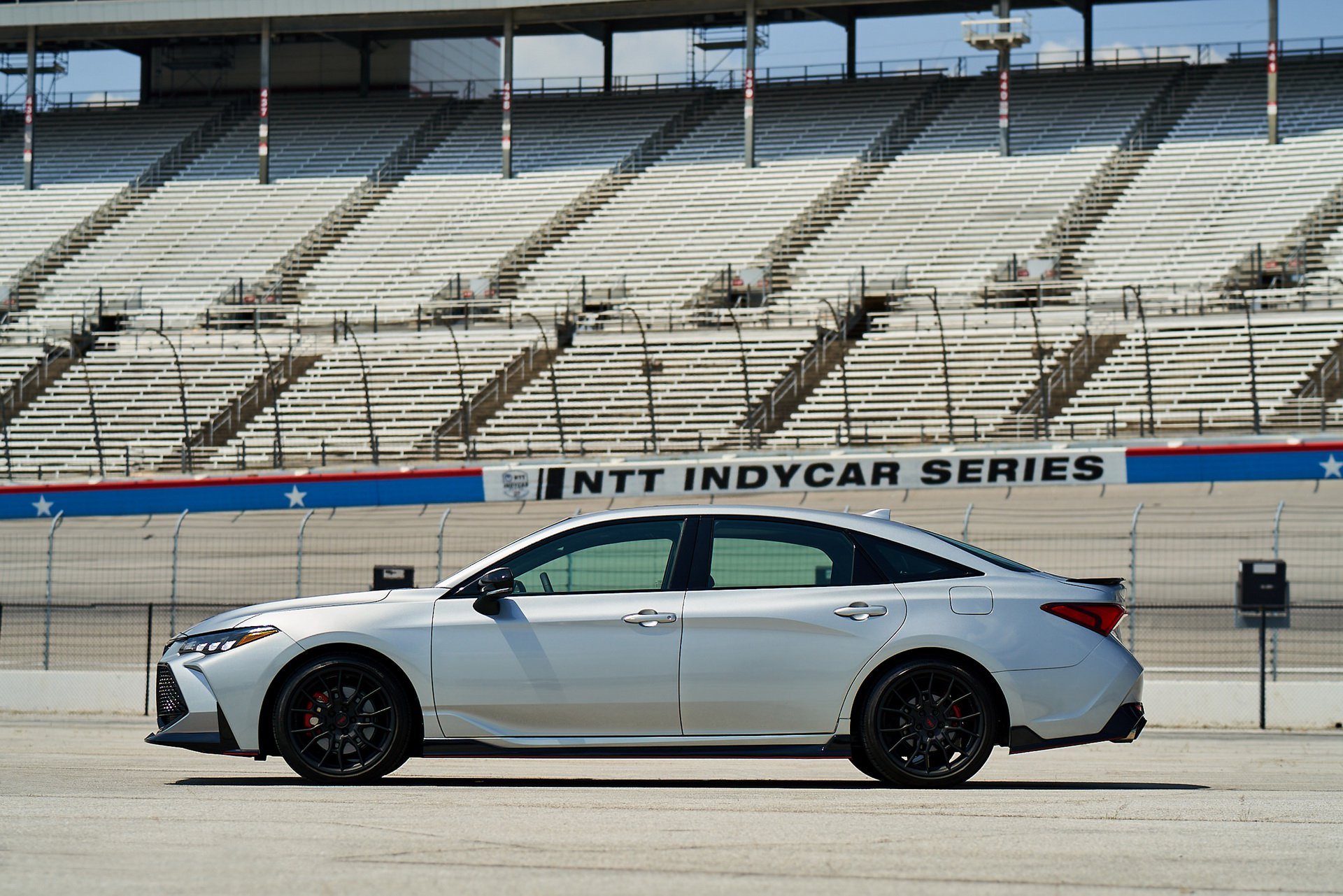 269972b4-toyota-camry-and-avalon-trd-2.jpg