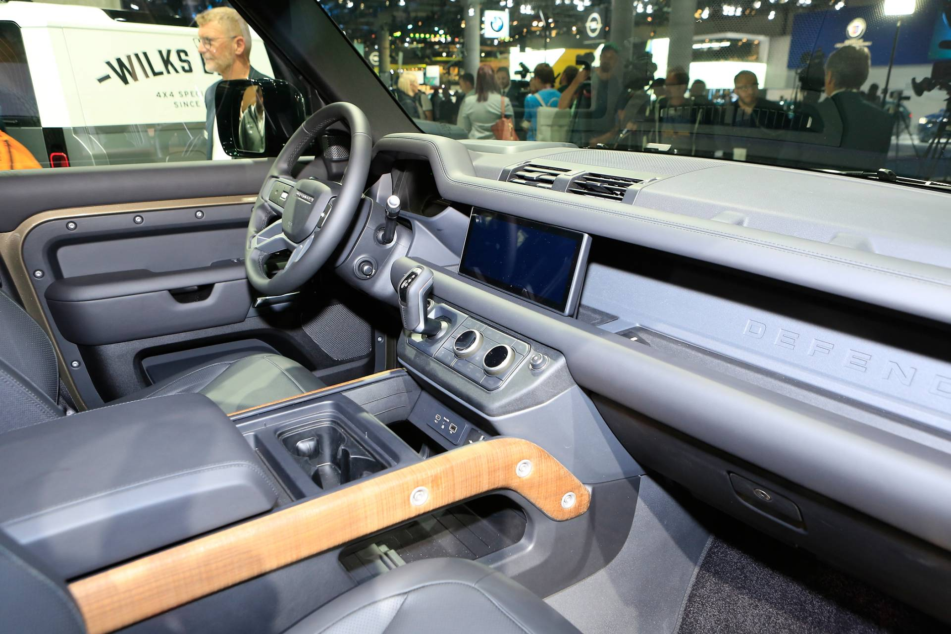 40284e45-2020-land-rover-defender-110-at-2019-frankfurt-motor-show-45.jpg
