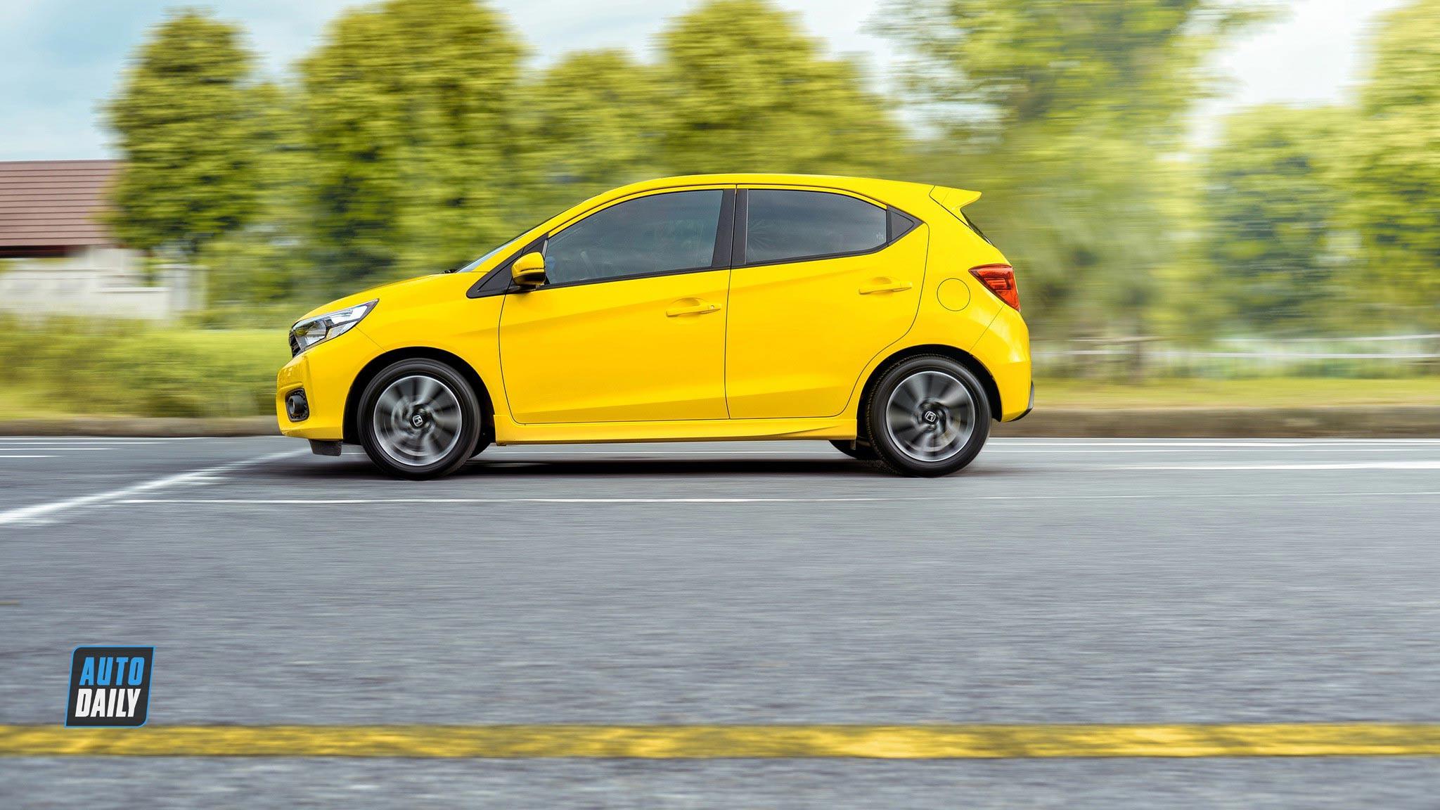Thân xe Honda Brio 2020 màu vàng mới