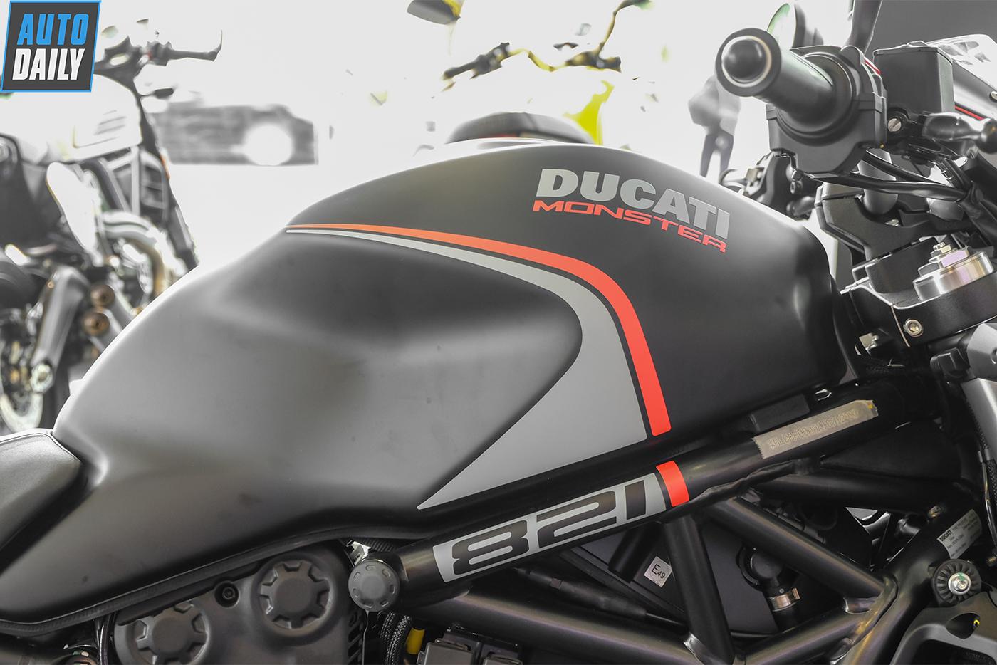 ducati-monster-821-stealth-13.jpg