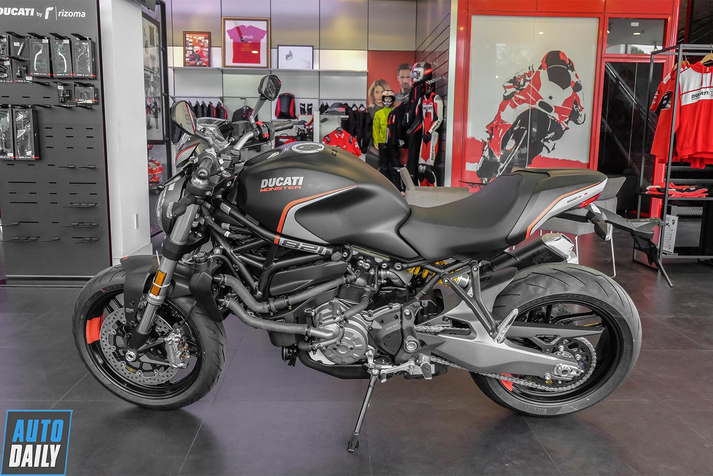 ducati-monster-821-stealth-24.jpg