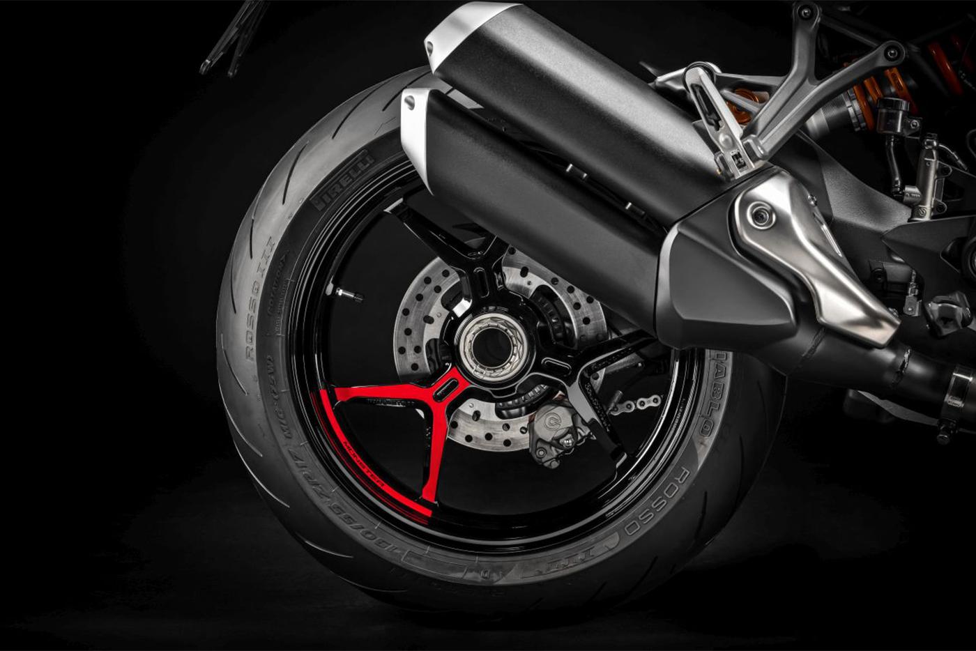 ducati-monster-1200s-black-on-black-8.jpg