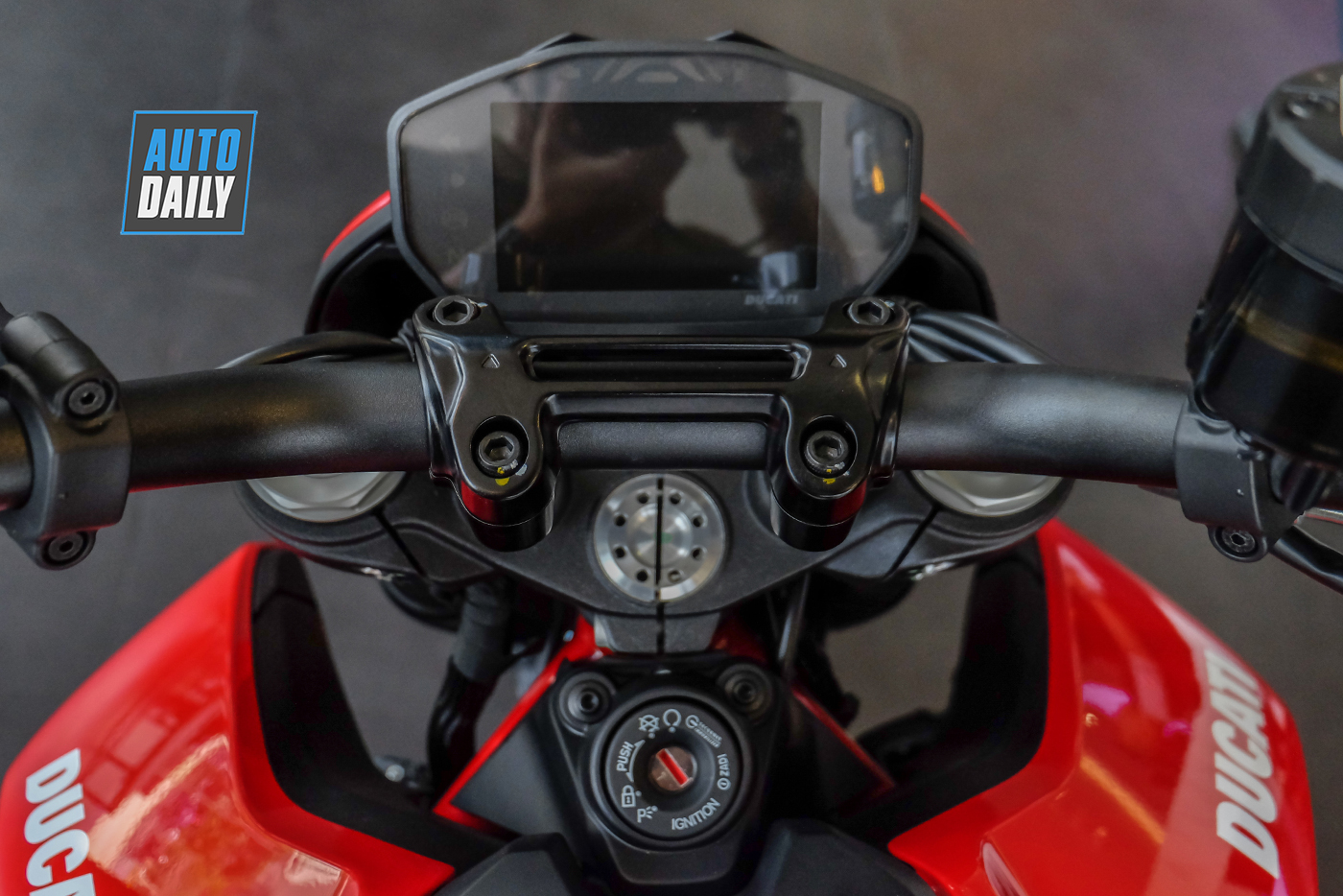 ducati-hypermotard-950-2019-94.jpg