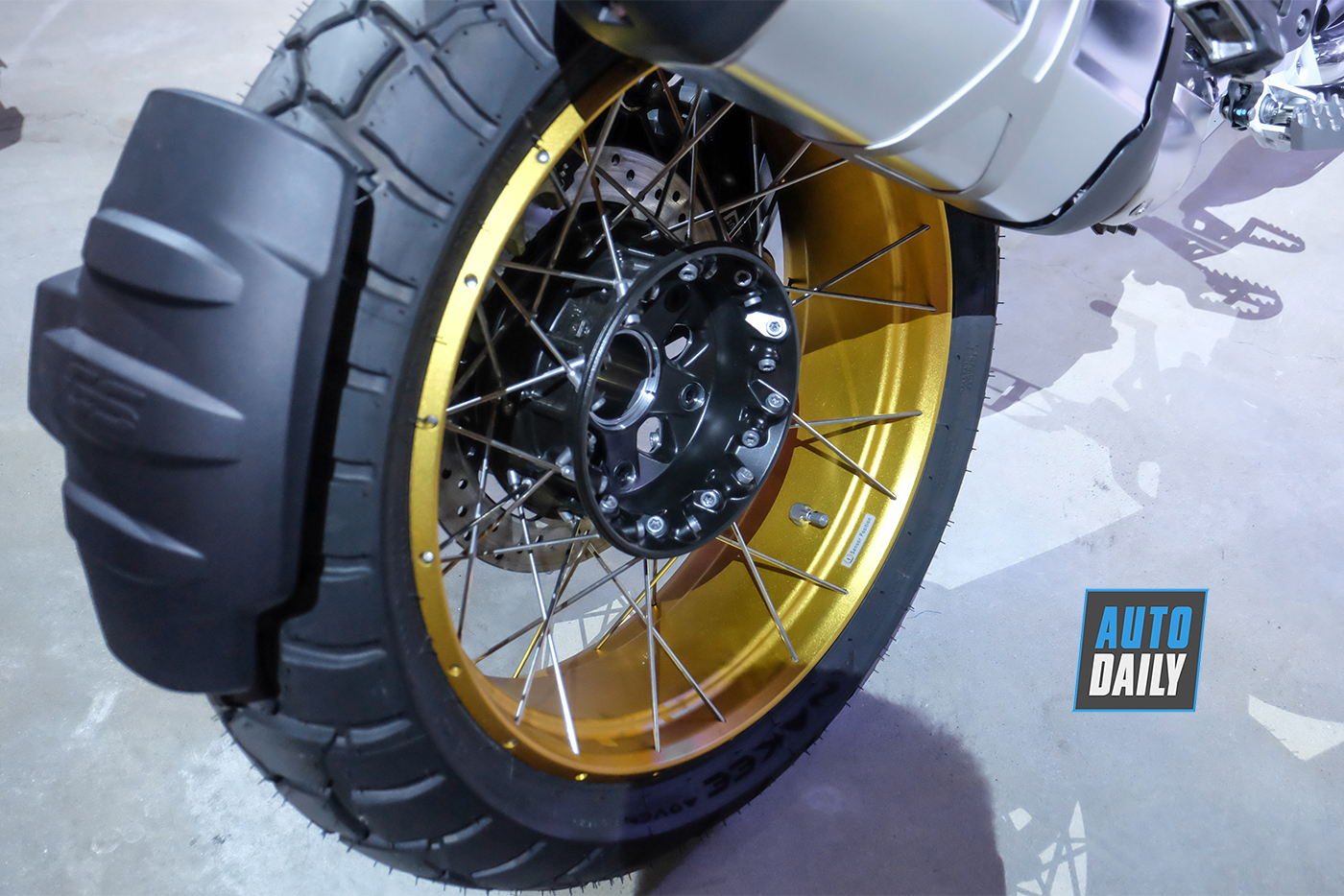 bmw-motorrad-r-1250-gs-2019-15.jpg