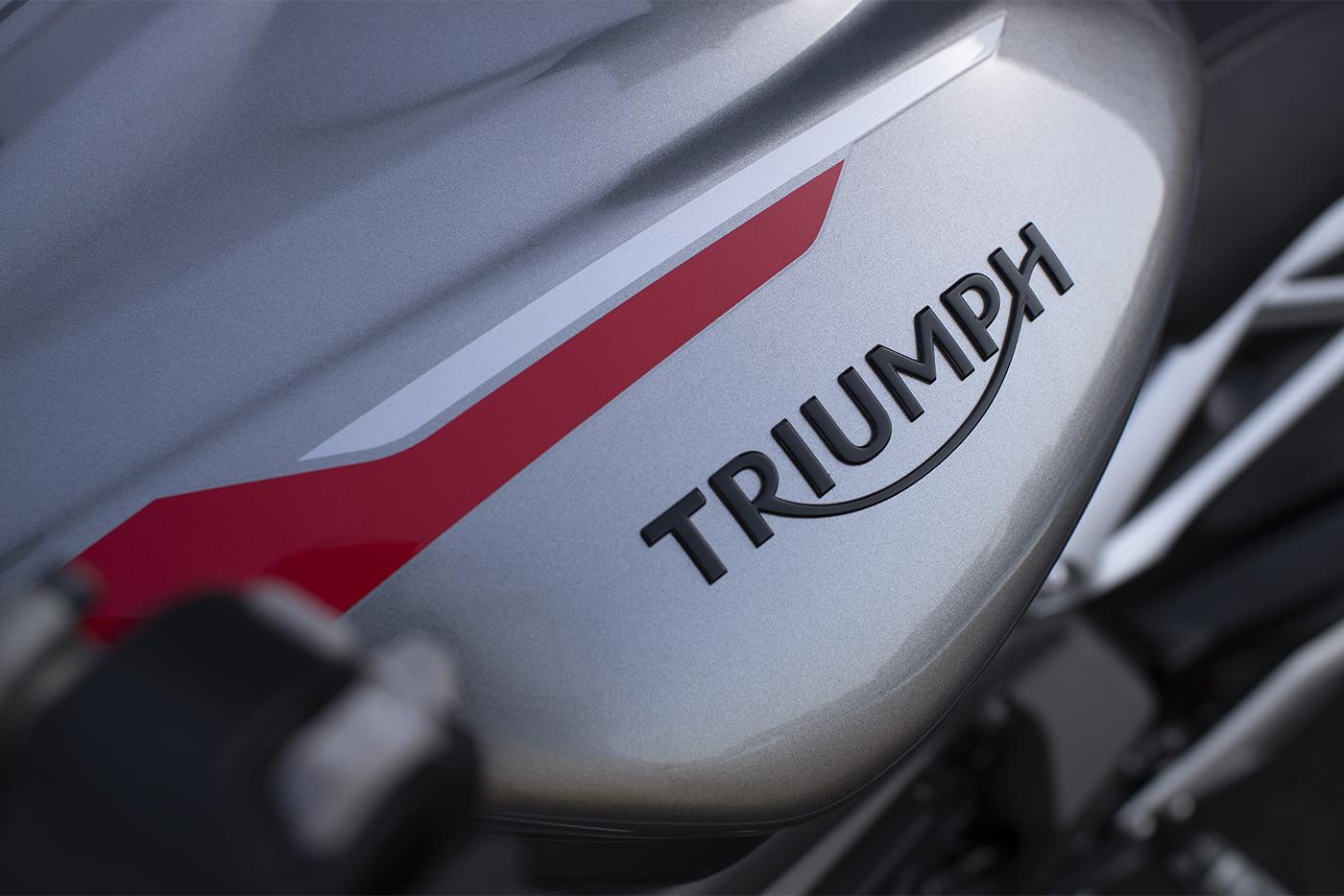 2020-triumph-street-triple-765rs-5.jpg