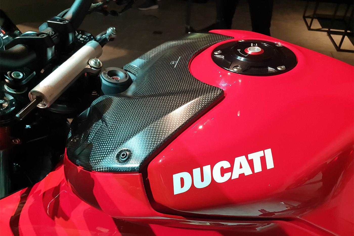 ducati-streetfigther-v4-2020-3.jpg