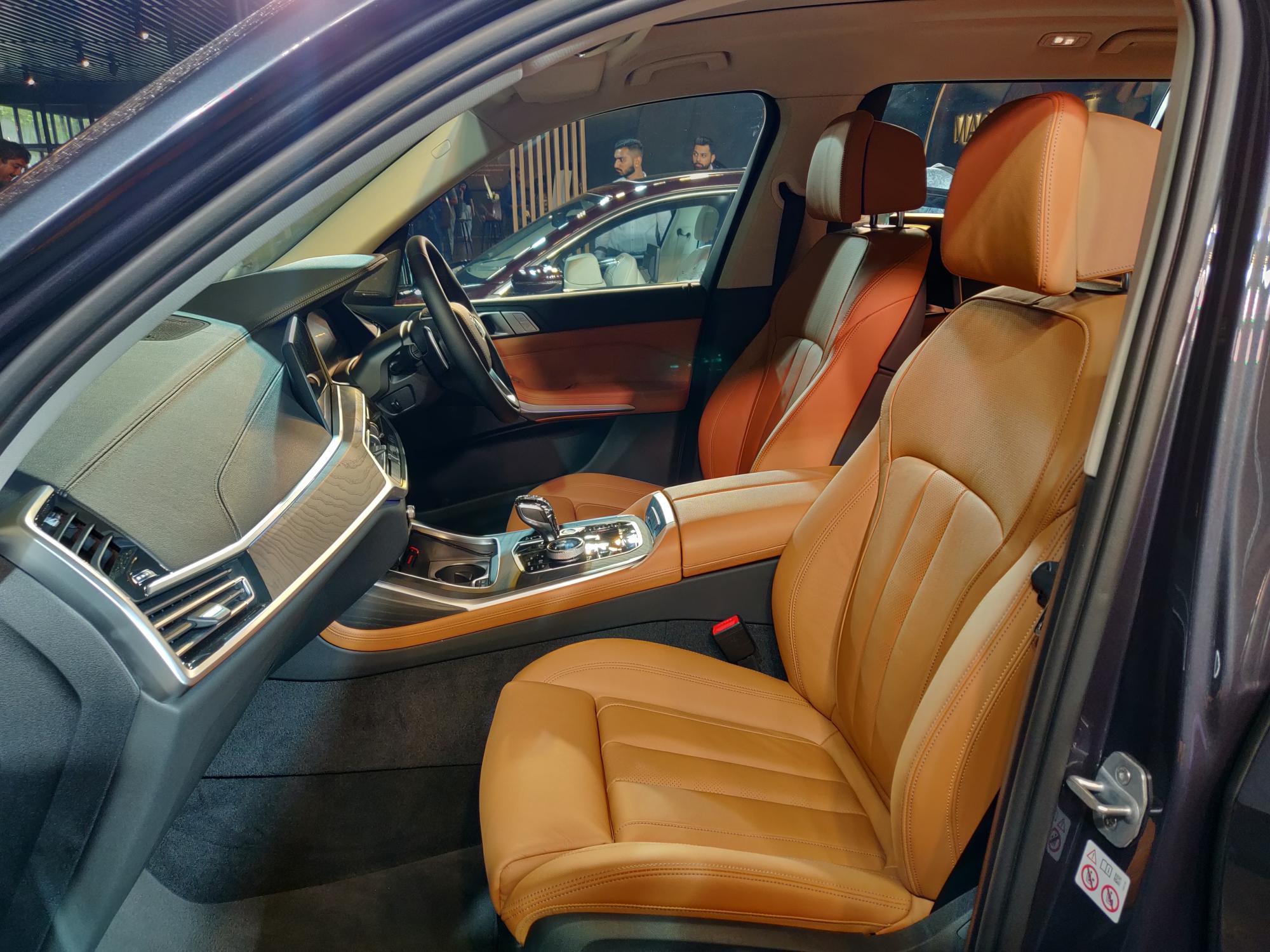 bmw-x7-interior-5-9e10.jpg