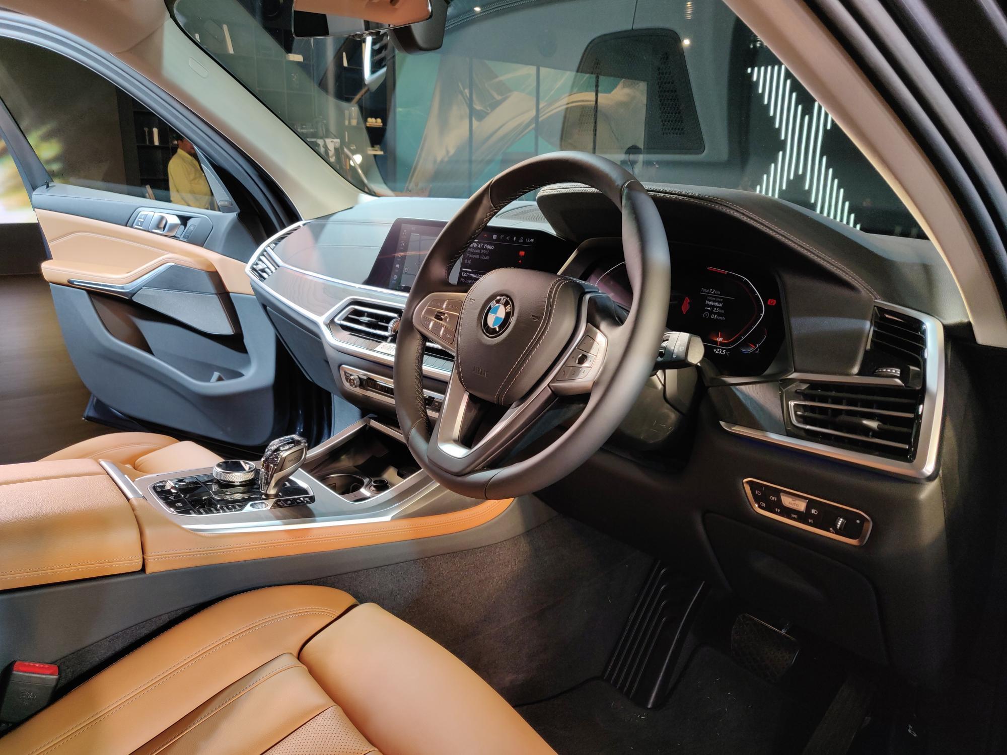 bmw-x7-interior-7-4f0e.jpg