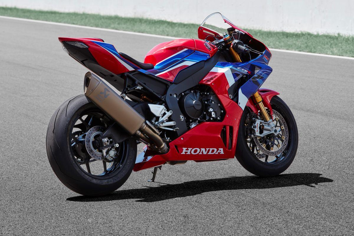 2020-honda-cbr1000rr-r-fireblade-22-1200x800.jpg