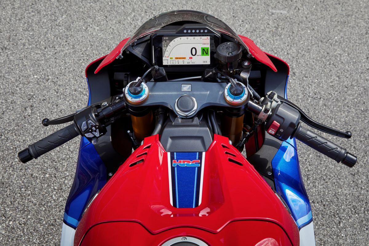 2020-honda-cbr1000rr-r-fireblade-4-1200x800.jpg